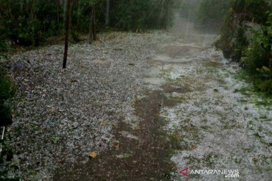 Hujan es sebesar kelereng turun di lima desa Aceh Tengah