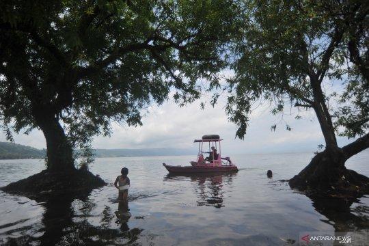 Wisata air Danau Singkarak