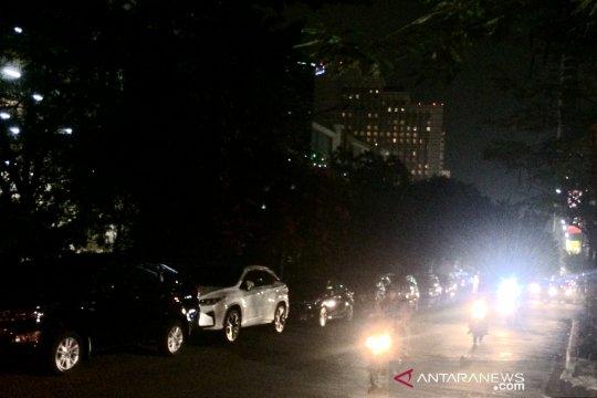 Parkir liar masih ditemukan di sepanjang Jalan Kebon Kacang Raya
