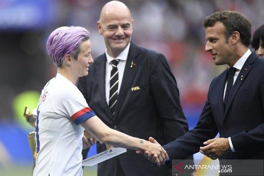 Bos FIFA dan Presiden Prancis dicemooh dalam seremonial juara