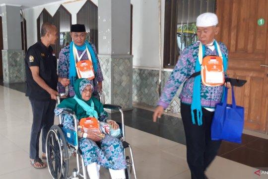 Hendra 99 tahun, calon haji tertua Embarkasi Pondok Gede