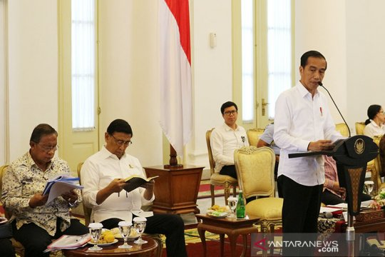 Presiden Joko Widodo desak menteri percepat izin usaha ekspor
