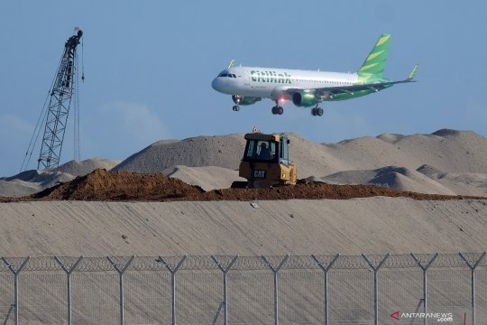 Perpanjangan runway Bandara Ngurah Rai di Bali