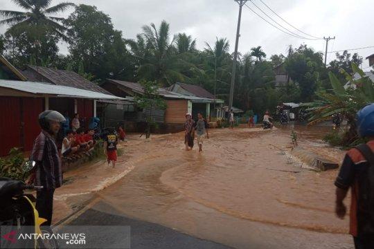 BPBD evakuasi korban banjir di Bengkulu
