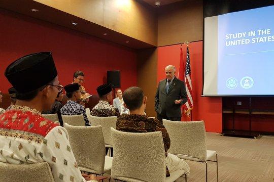 Pertukaran antarmasyarakat prioritas kerja sama Amerika-Indonesia