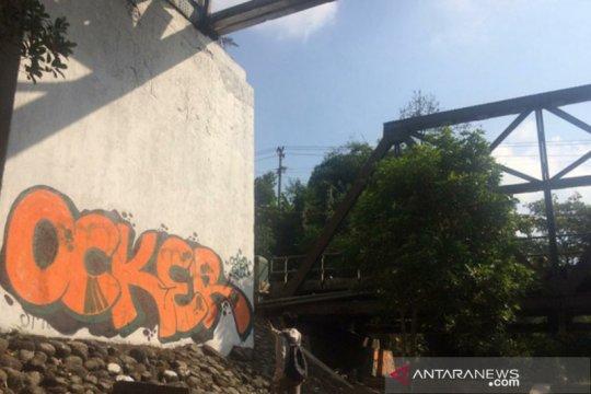 Cagar budaya Jembatan Pangukan jadi sasaran aksi vandalisme