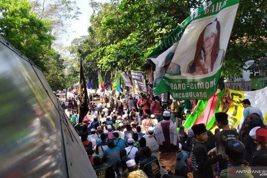 Massa padati lokasi sidang untuk kawal vonis Bahar Smith