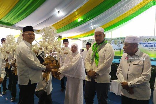 Pemkot lepas jamaah calon haji Medan