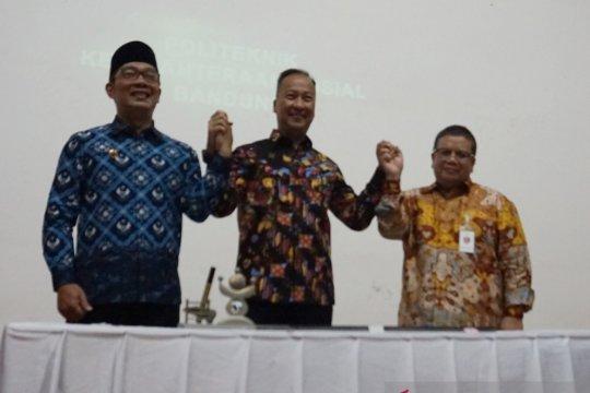Ridwan Kamil banggakan program bahagia Jabar di depan Mensos