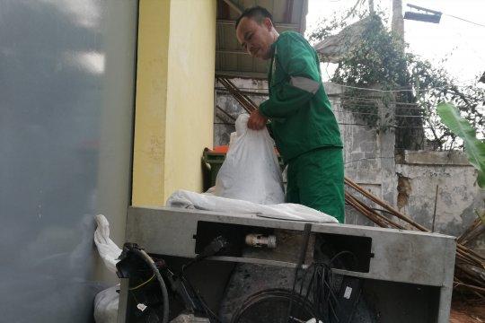 10 halte Transjakarta sediakan kotak sampah limbah elektronik