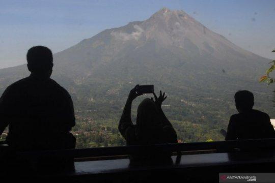 Empat guguran lava diluncurkan Gunung Merapi pada Selasa
