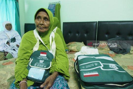 Tiwa tercatat calon haji tertua melalui Embarkasi Surabaya