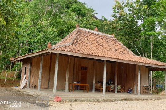 Bangunan pondok wisata dibuat berarsitektur lokal karena tahan gempa