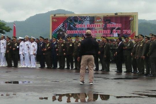 Lagu mars TNI warnai Hari Bhayangkara di Polda Maluku