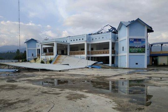 Puting beliung terbangkan atap Stadion 1000 Bukit di Gayo Lues Aceh