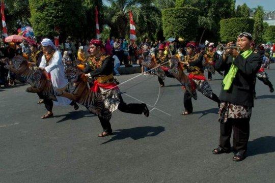 Pawai kekayaan budaya Jawa Tengah Page 2 Small
