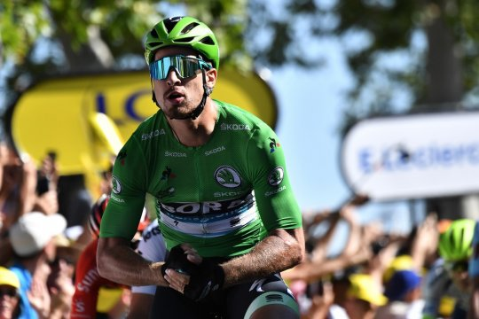 Pebalap Peter Sagan bermain rubik di sela Tour de France