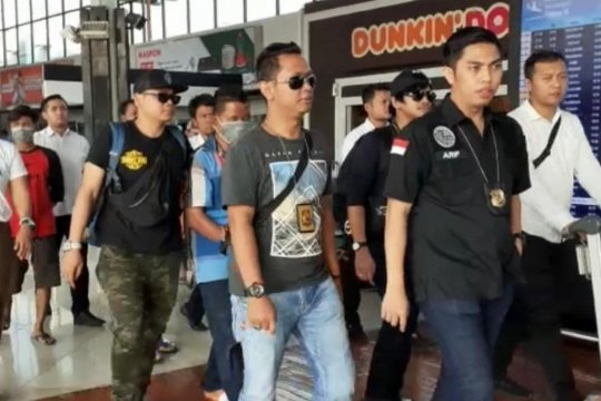 Tersangka pengedar sabu tiba di Bandara Soekarno-Hatta