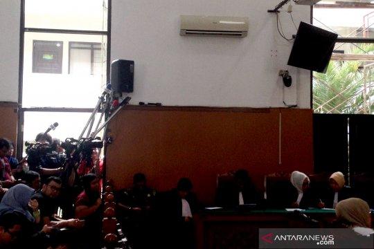 Pengeras suara PN Jaksel tak berfungsi saat sidang putusan Ratna
