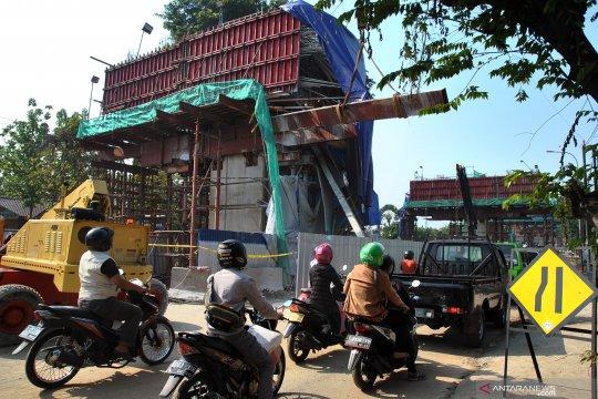 Akibat tiang penyangga ambruk, proyek tol BORR dihentikan sementara