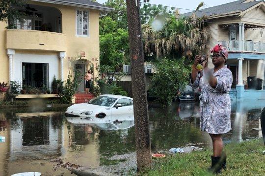 New Orleans digenangi banjir, hadapi kemungkinan badai