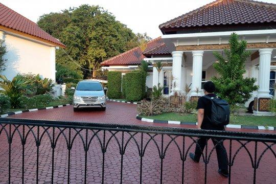 KPK sita 13 tas dan kardus berisi uang di rumah dinas Gubernur Kepri