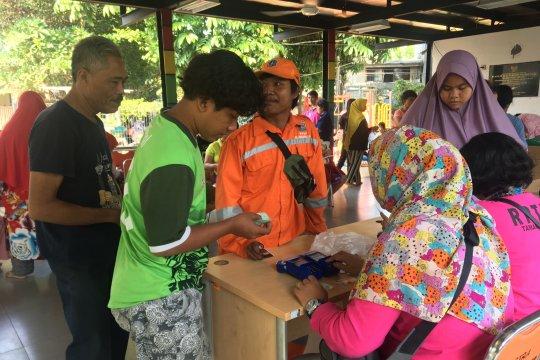 Ratusan warga serbu pangan murah di RPTRA Keuangan