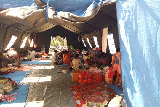 Kemarin, relokasi pengungsi hingga kemeriahan Festival Pasar Baru
