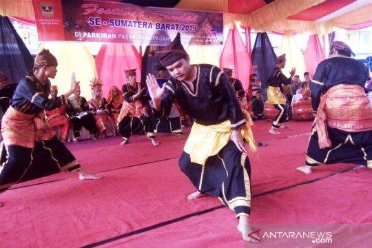 Tarian Sumbar hipnotis pengunjung  Pairi Daiza