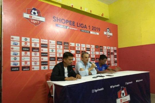 Pelatih Arema FC Milomir Seslija keluhkan cuaca panas di Padang