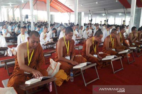 1.000 umat Buddha membaca Tripitaka di Borobudur
