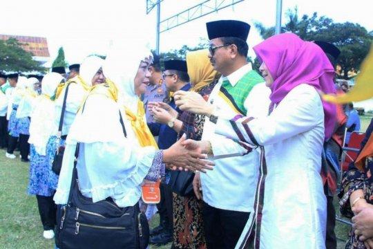 Bupati lepas 249 calon haji Majene ke Embarkasi Makassar