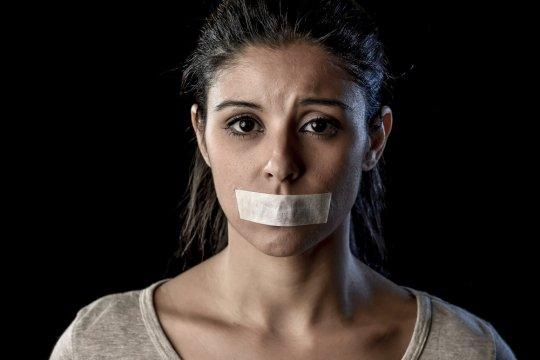 Viral Andien tidur dengan mulut diplester, bahayakah?