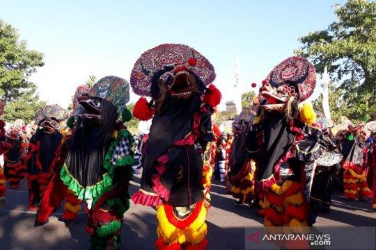 Ribuan penari ikut tari kolosal 1.000 barong di Kediri