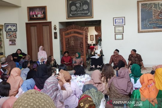Rudy Arifin terima penghargaan sahur keliling Sinta Nuriyah Wahid