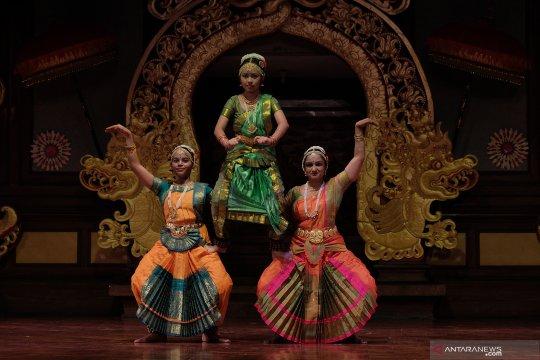 Pementasan tari klasik India dalam Pesta Kesenian Bali