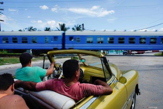 Empat dekade berhenti, Kuba kembali operasikan kereta penumpang