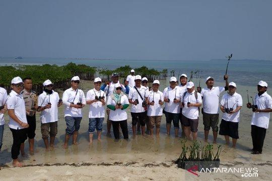 Dukung konservasi alam Kepulauan Seribu, BUMN reasuransi tanam mangrove dan transplantasi terumbu karang