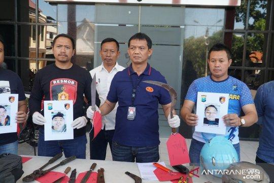 Polrestabes Surabaya tembak mati tiga bandit spesialis pencuri motor