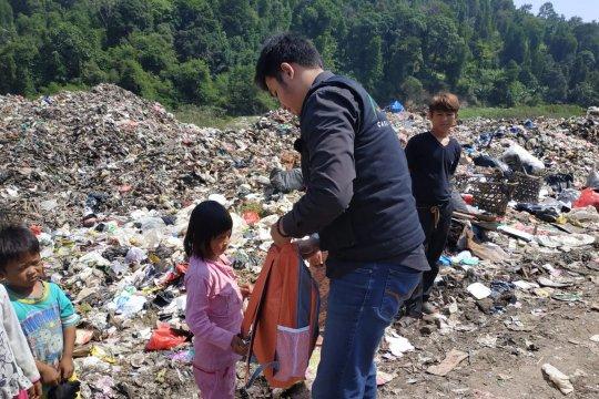 ACT Lampung beri bantuan alat sekolah ke anak-anak di TPA Bakung