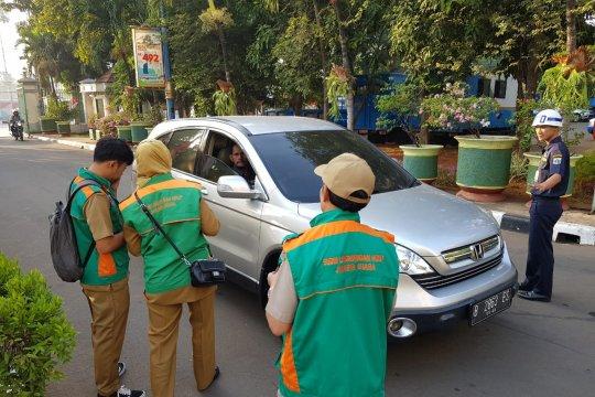 Mobil tidak lulus uji emisi jangan parkir di Kantor Wali Kota Jakut