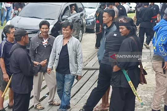 Puluhan warga tuntut UPT LHK Kalimantan pulangkan rekannya ke Nunukan