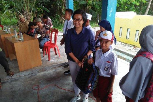 Walhi Sulteng salurkan 339 paket pendidikan untuk korban gempa Sigi