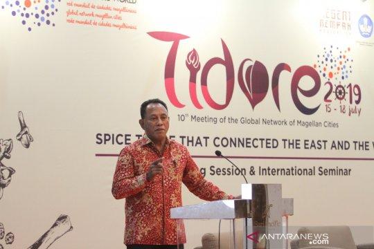 """Buku """"Maluku"""" dinilai dapat buka kejayaan masa lalu"""
