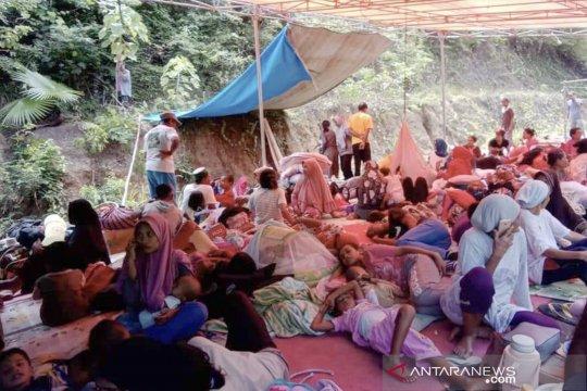 Pengungsi korban gempa Halmahera