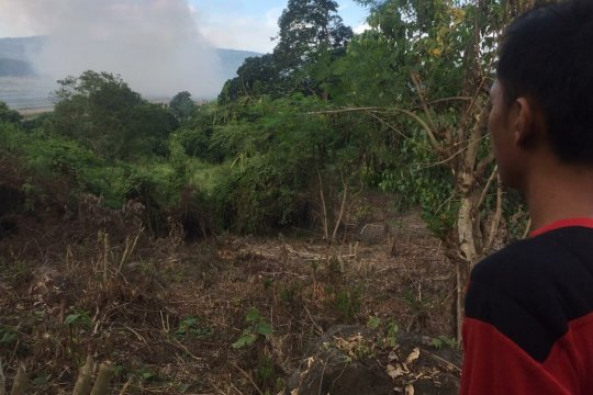 Petugas siaga pantau kebakaran dua hektare lahan di Aceh Besar