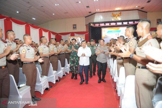 Wapres ingatkan TNI-Polri akan ancaman perang teknologi