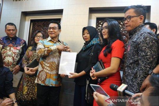 Baiq Nuril serahkan surat dukungan permohonan amnesti ke KSP