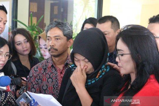 Baiq Nuril bacakan surat untuk Presiden Jokowi