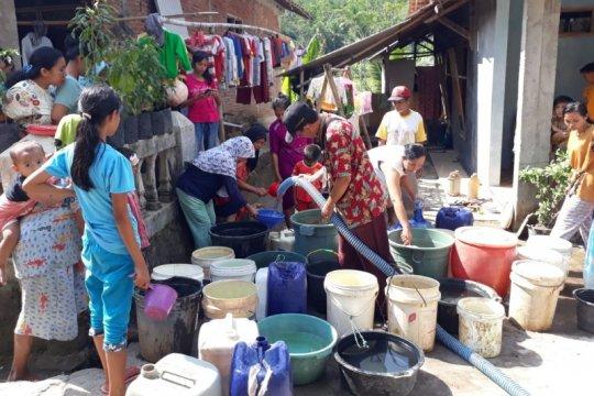 BPBD Cilacap salurkan bantuan air bersih untuk 10.996 keluarga